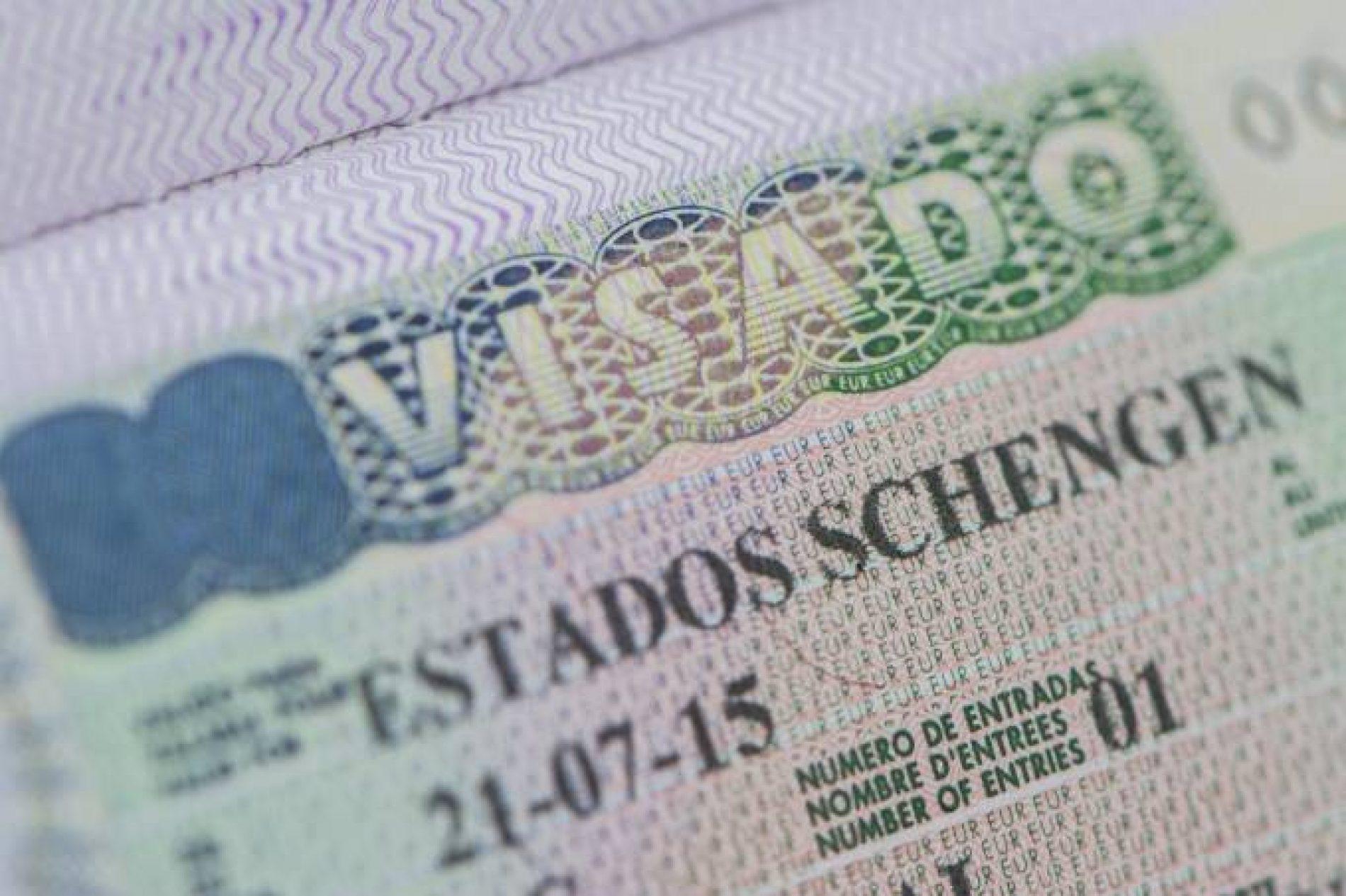 Brasileiros precisarão de 'minivisto' eletrônico antes de viajar à Europa