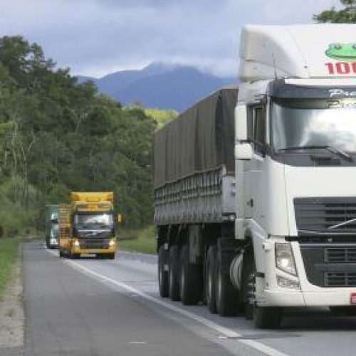 Câmara aprova tabela do frete e anistia multas na paralisação dos caminhoneiros