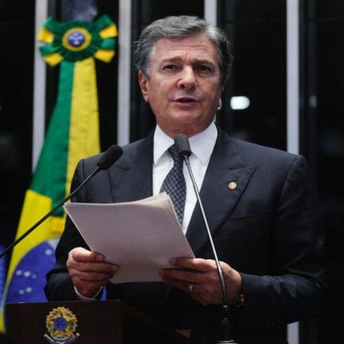 Collor volta a falar que é pré-candidato e que Lula é vítima de injustiça