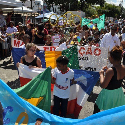Desfile cívico-cultural abre as comemorações dos 56 anos de emancipação de Lauro de Freitas