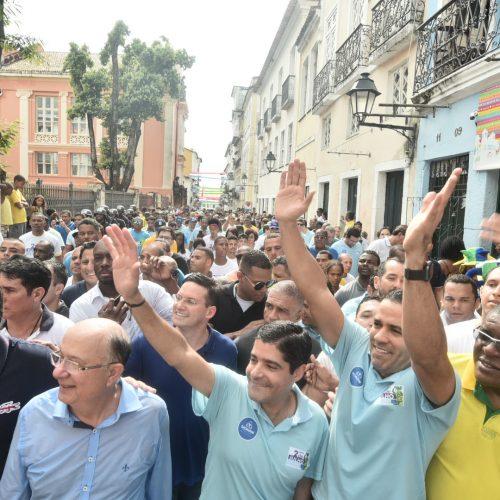 Dois de Julho reúne milhares de baianos e retoma tradição das fachadas