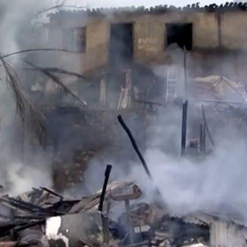 Incêndio destrói casa e depósito em Itabuna; irmãs são resgatadas por vizinhos