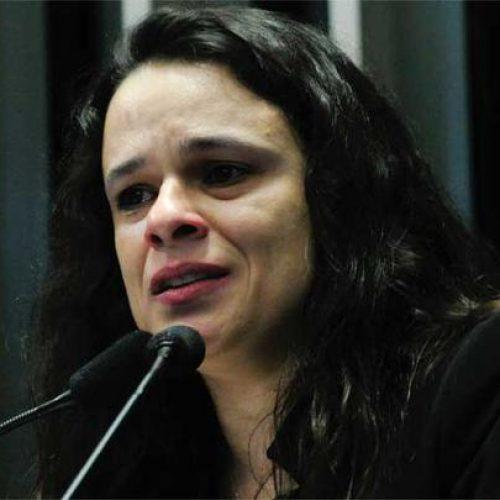 Janaína Paschoal se aproxima de Bolsonaro