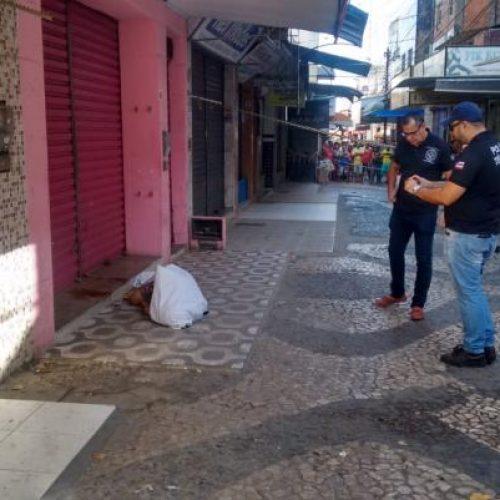 Jovem é morto com dez tiros no centro de Feira de Santana