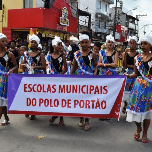 Léo Santana e Denny Dennan agitam Festa de Emancipação em Lauro de Freitas