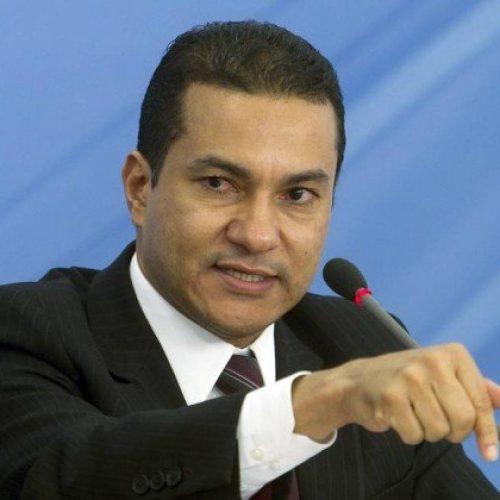Presidente do PRB admite divisão do 'centrão' e fala em decisão após a Copa