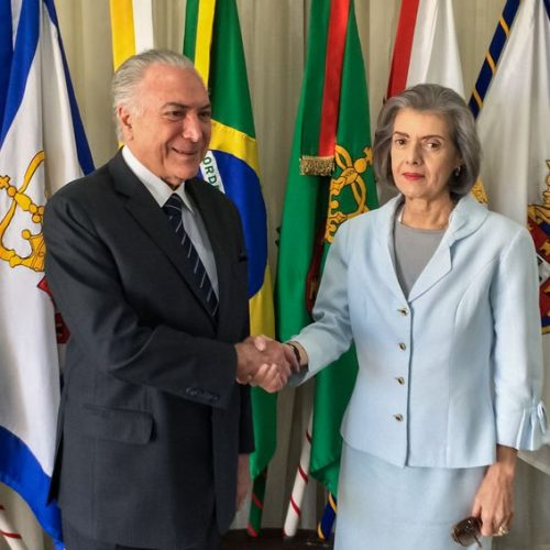 Cármen Lúcia assume a presidência pela 4ª vez; ela prefere a discrição
