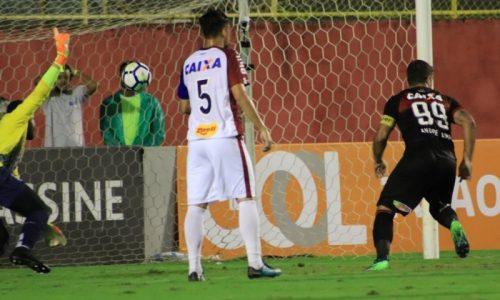 Vitória vence o Paraná por 1 a 0 na volta do Brasileirão após pausa para Copa do Mundo
