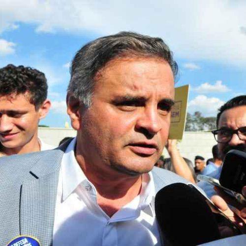 Aécio anuncia que disputará vaga de deputado federal