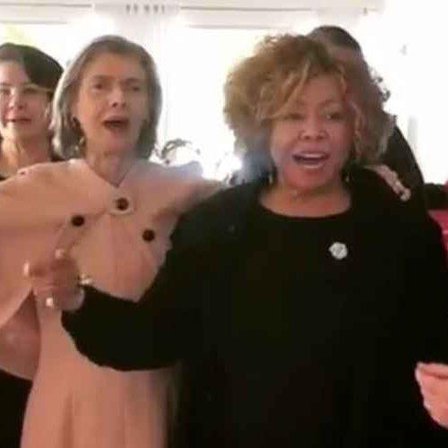 Vídeo: Cármen Lúcia e Raquel Dodge cantam e dançam samba com Alcione