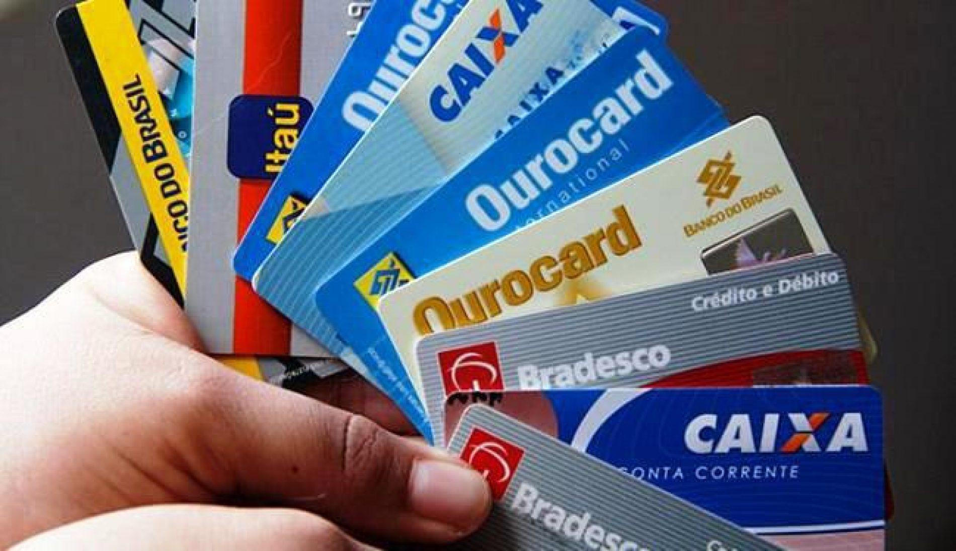 Cartões de débito lideram crescimento dos meios de pagamento em 2017