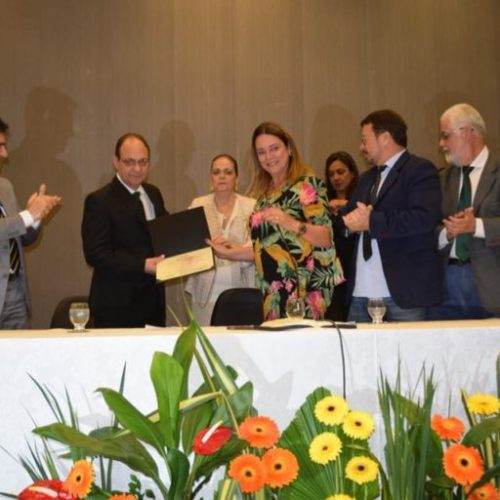 Comenda 2 de Julho a Dr. André Luciano lota auditório da Alba