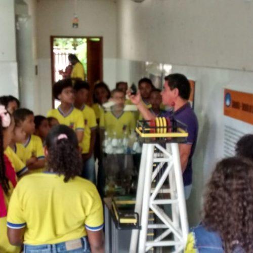 Exposição itinerante do Museu Geológico recebe 3 mil estudantes em Candeias
