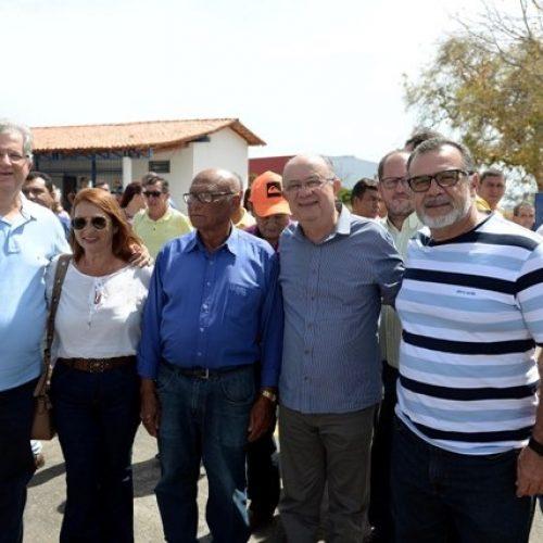 Santa Maria da Vitória: Zé Ronaldo recebe apoio de Padre Amário