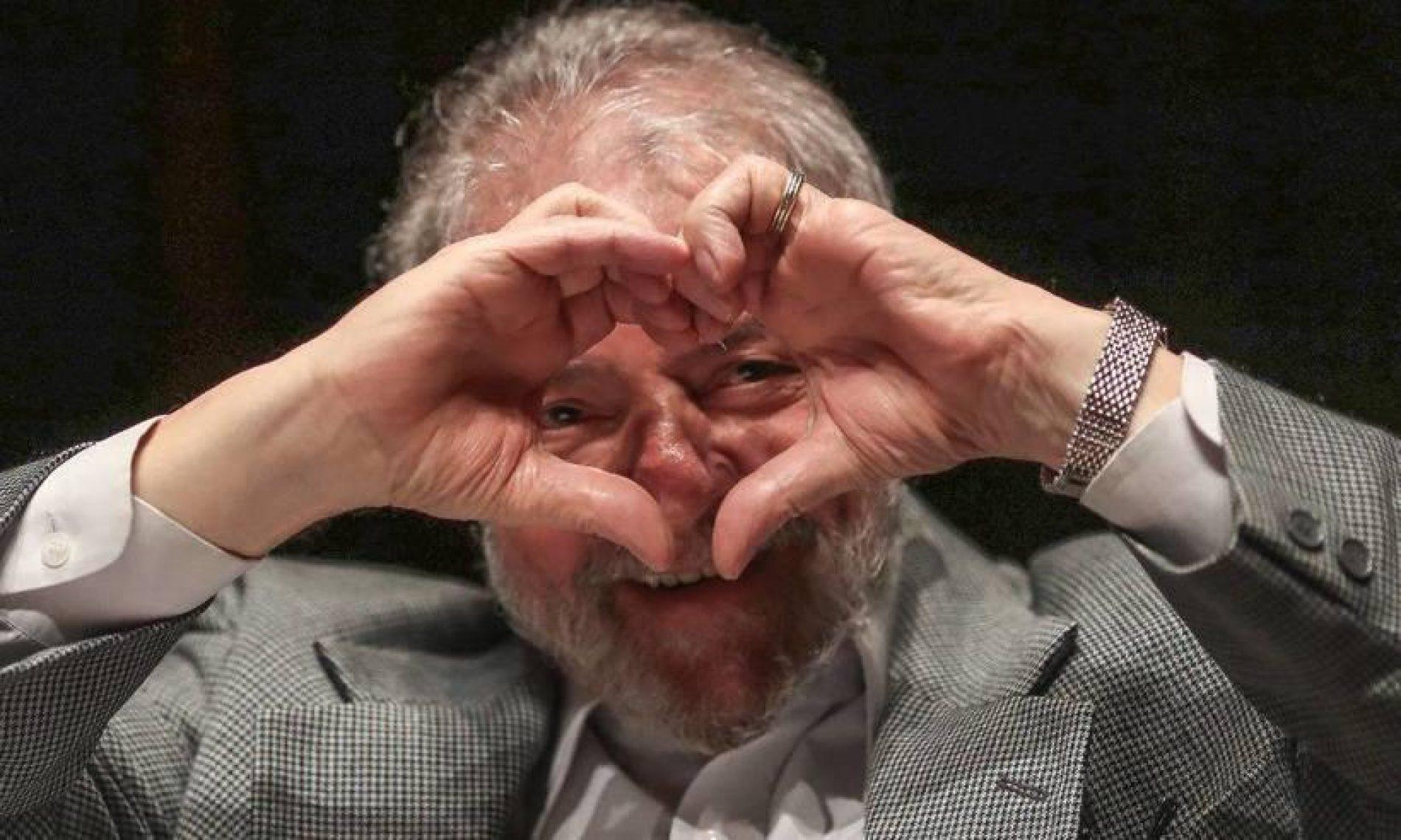 Pesquisas terão de incluir nome de Lula