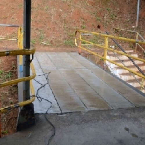 Salvador: Prefeitura substitui trecho com desgaste de passarela da Bonocô