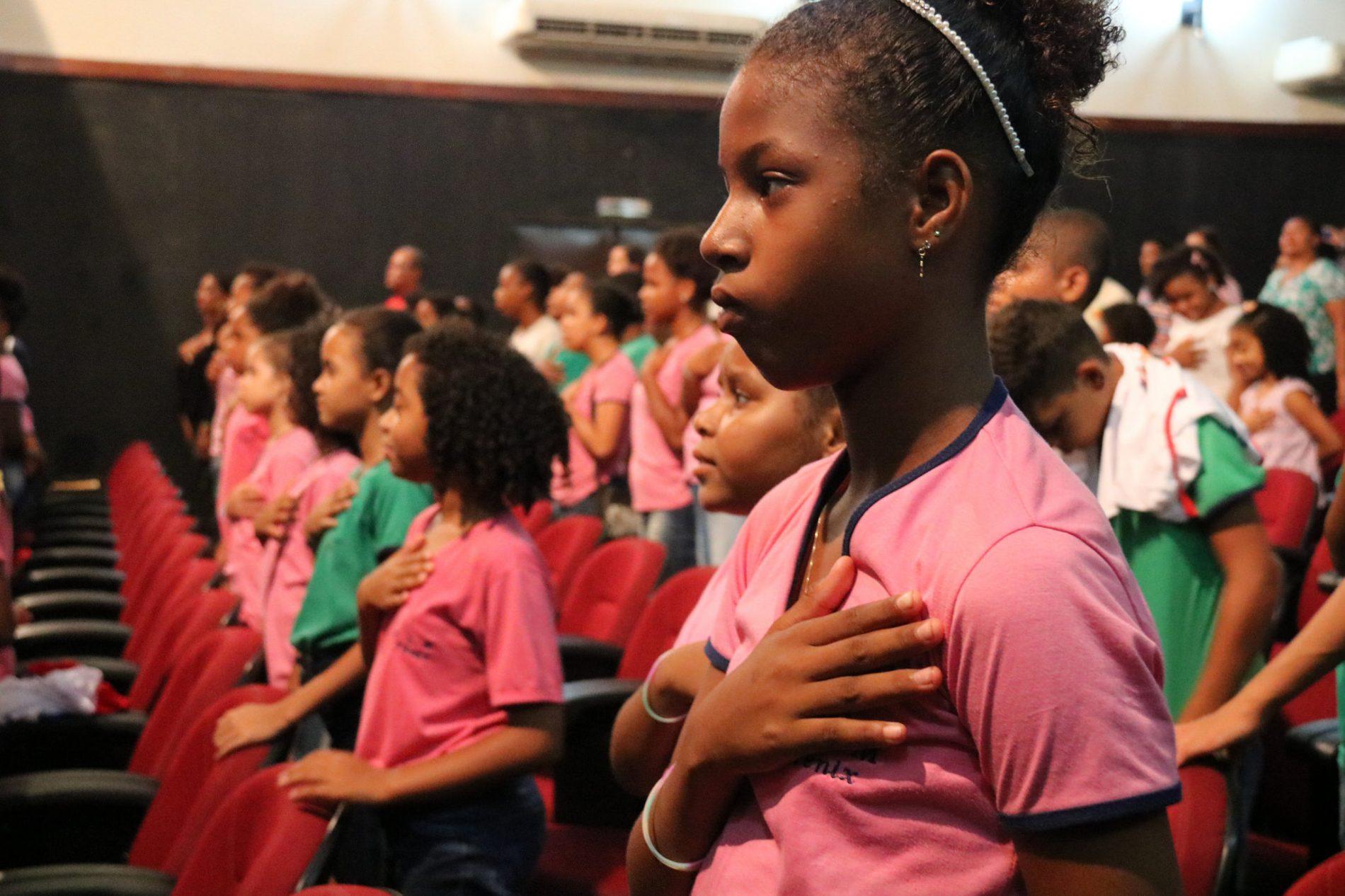 Proerd comemora dez anos com formatura de mais de 1.300 alunos em Lauro de Freitas