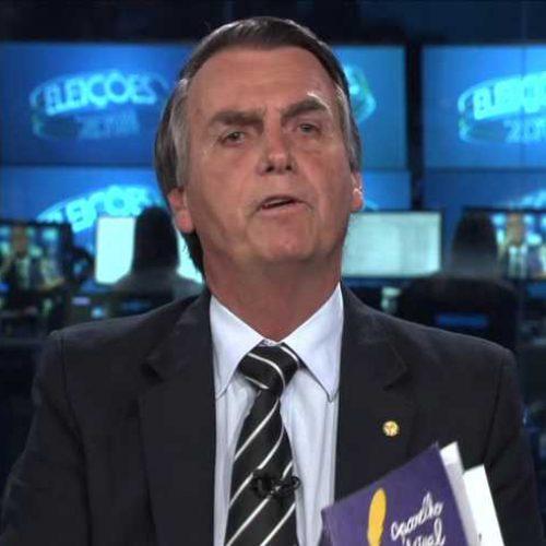 Bolsonaro fica irritado com Mourão e diz que seu vice desconhece a Constituição