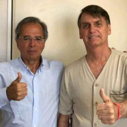 Bolsonaro recebe visita de Paulo Guedes e posta foto no Twitter