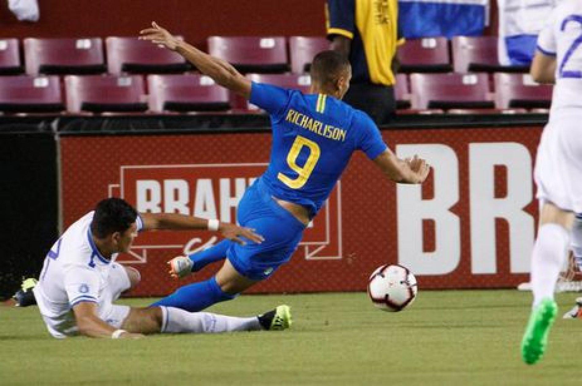 Brasil vence por 5 a 0 em jogo inspirado do atacante Richarlison