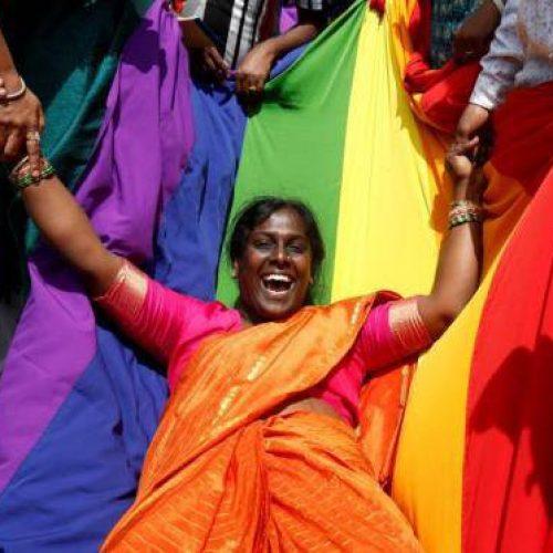 Indianos festejam o fim da proibição do sexo gay
