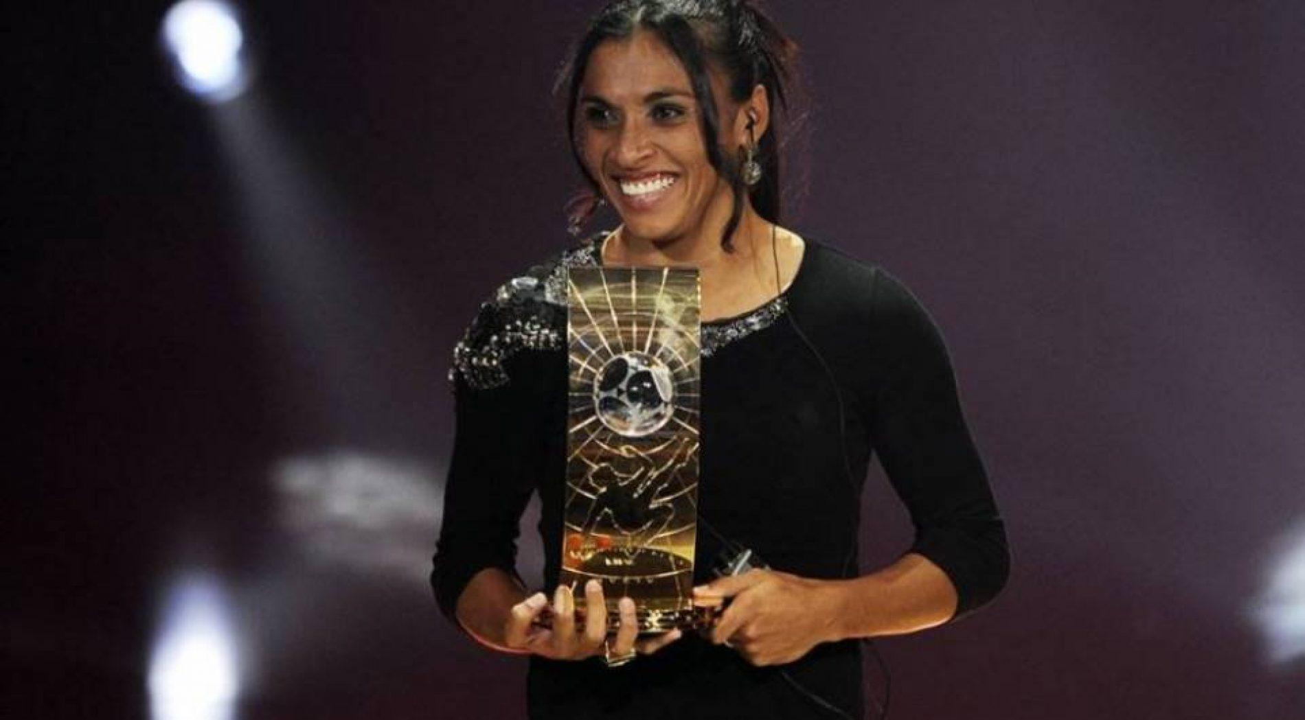 Marta supera rivais, ganha prêmio de melhor do mundo pela 6ª vez e bate recorde