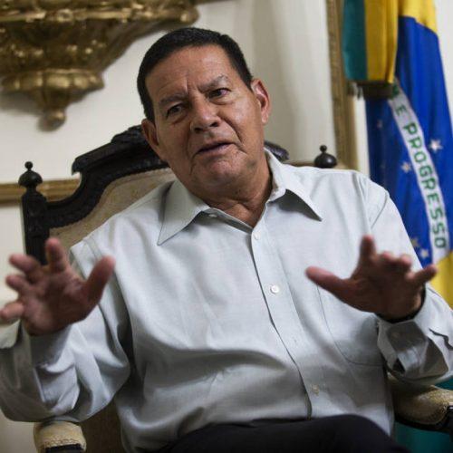 """""""Constituição não precisa ser feita por eleitos pelo povo"""", diz Mourão"""