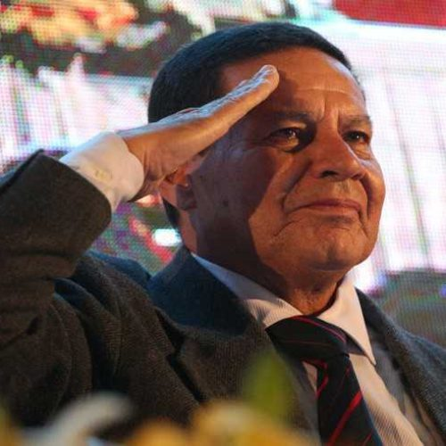 Mourão fala em 'arapuca' e nega constrangimento após tuíte de Bolsonaro