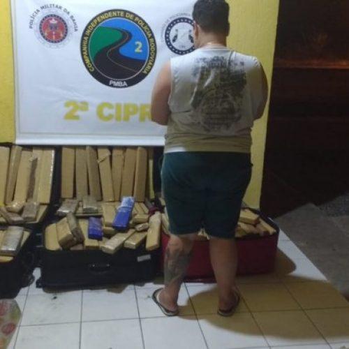 Mulher é presa transportando 329 Kg de drogas em ônibus na BA-026, no trecho de Tanhaçu