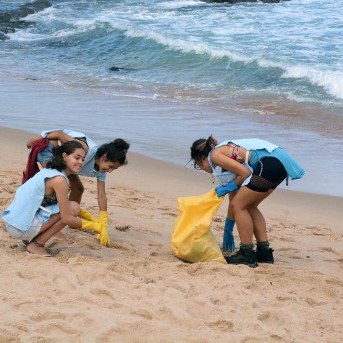 Salvador: Mutirão reúne 500 voluntários em ação internacional de limpeza de praias