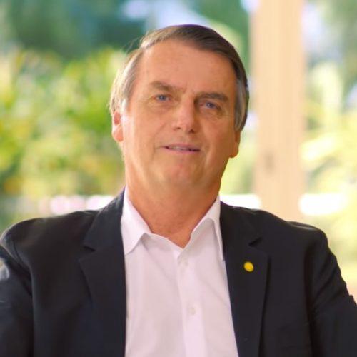 Para reduzir rejeição, Bolsonaro grava vídeo sobre filha e mulher
