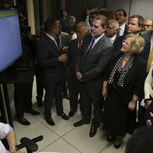 Ao parabenizar Bolsonaro, STF, PGR e OAB pregam tolerância