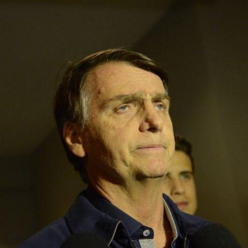 Após Haddad apagar informação falsa, Bolsonaro ataca o petista em rede social