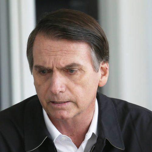 Nas redes sociais, Bolsonaro dispara críticas ao adversário e ao PT