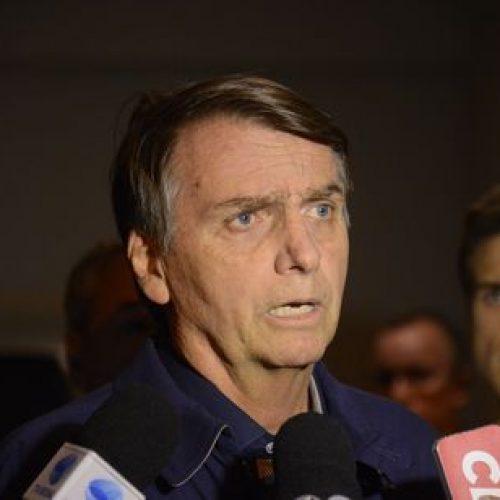 """Bolsonaro diz que não perdoa agressor e quer que ele """"mofe na cadeia"""""""