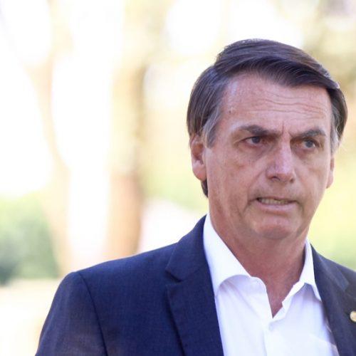 Bolsonaro enquadra base do PSL e faz acenos a deputados do Centrão