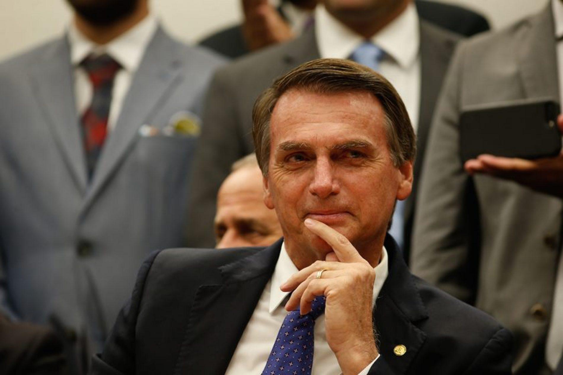 Bolsonaro vai propor 13º a beneficiários do Bolsa Família