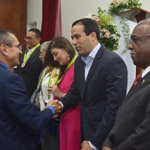 Bruno Reis recebe homenagem em evento pelos 60 anos da Organização de Auxílio Fraterno