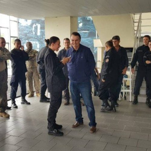 """""""Quem vai mandar no Brasil serão os capitães"""", diz Bolsonaro em visita ao Bope"""