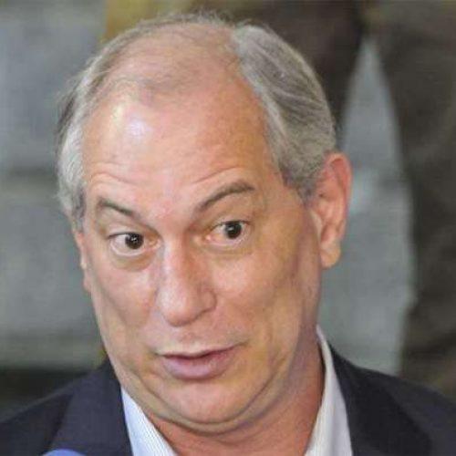 Ciro desembarca em Fortaleza, mas vai embora sem declarar apoio a Haddad