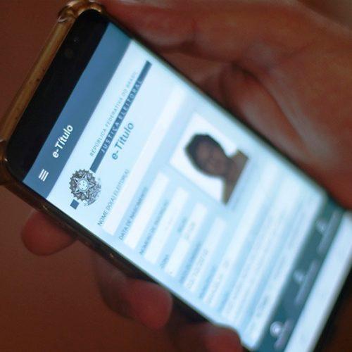 Eleitores reclamam de dificuldades em acessar aplicativo e-título