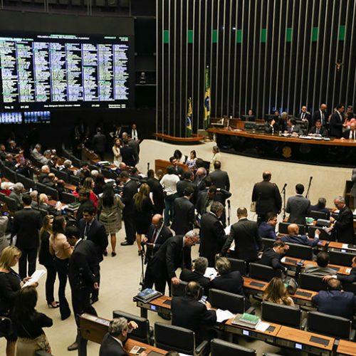 PSL 'assedia' senadores e deputados eleitos