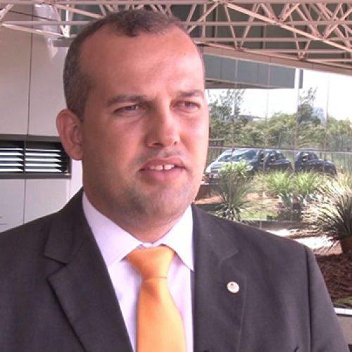 Presidente do PROS apresenta-se na PF, mas não fica preso