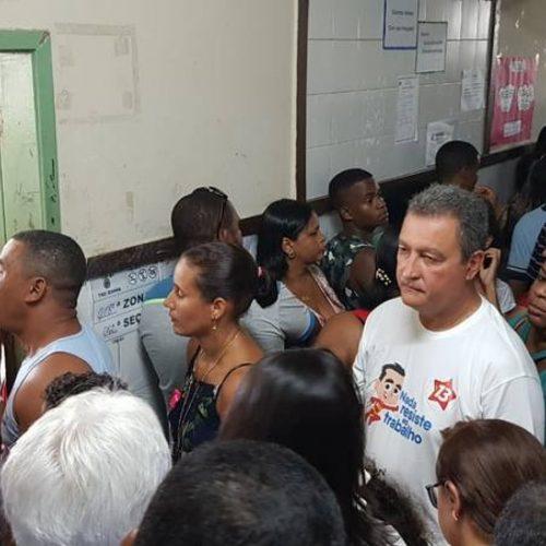 Rui Costa vota após 1h16 minutos de espera na fila
