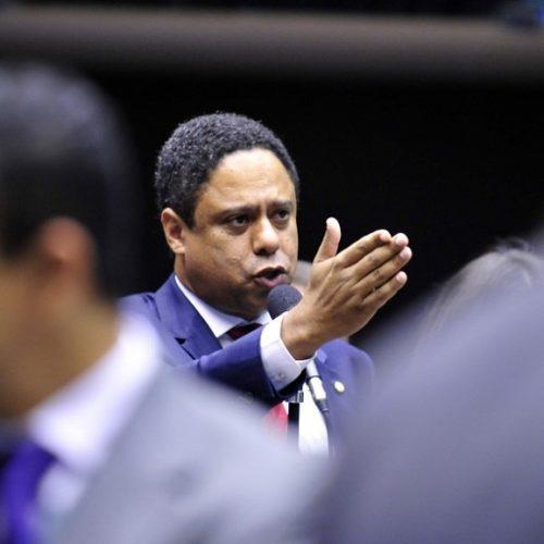 Vice de Haddad, PCdoB já articula formação de bloco sem PT na Câmara
