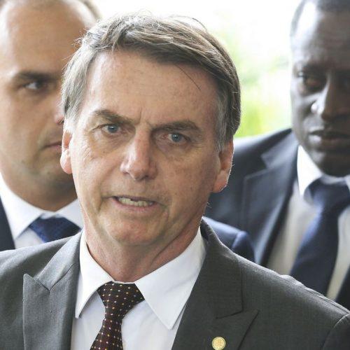 Bolsonaro se reúne com embaixadores e equipe de transição