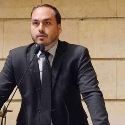 Filho de Bolsonaro defende mudanças no Enem porque 'continua petista'