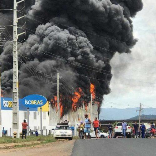 Santo Antônio de Jesus: Incêndio atinge fábrica de isopor