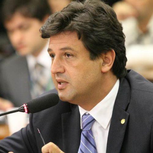 Mesmo com veto de Bolsonaro, Mandetta defende avaliação de médicos