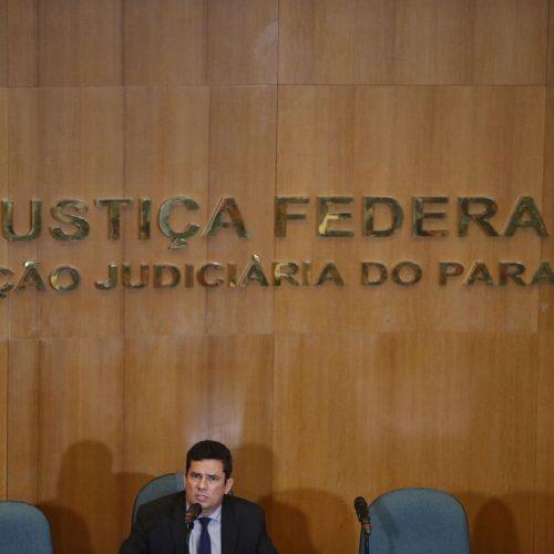Moro converge com Bolsonaro sobre maioridade penal e posse de armas